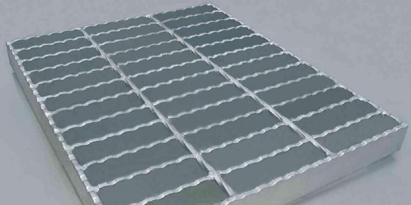 Series of different uses of steel grid plate